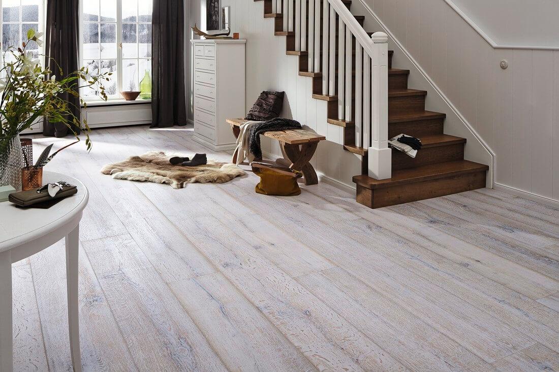 laminat oder parkett kratzer im parkett oder laminat entfernen theo schrauben laminat oder. Black Bedroom Furniture Sets. Home Design Ideas